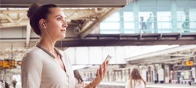 Funkcia inteligentného počúvania technológie Adaptive Sound Control sa automaticky prispôsobí tomu, čo robíte